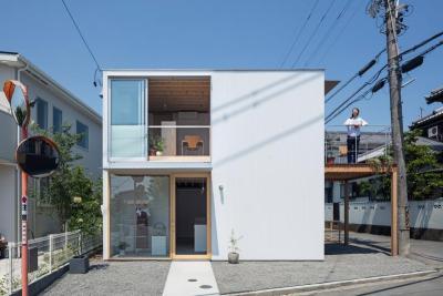Casa pe cadre de lemn japonia exterior living etaj si intrare magazin