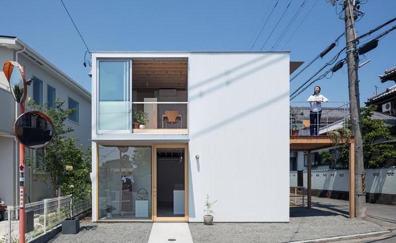 Casă și birou într-o clădire de 80 mp construită pe cadre de lemn
