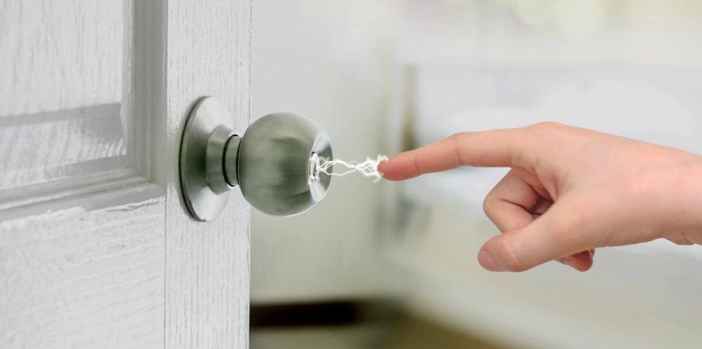 Cum reduci electricitatea statică din casă