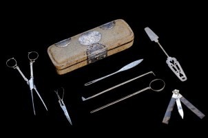 Surgical instrument set (including bloodletting knife) with case, England, 1650-1700. Wellcome Collection.