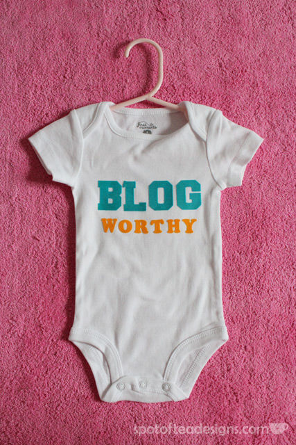 DIY Baby Onesies using iron on letters: great #babyshower gift! | spotofteadesigns.com