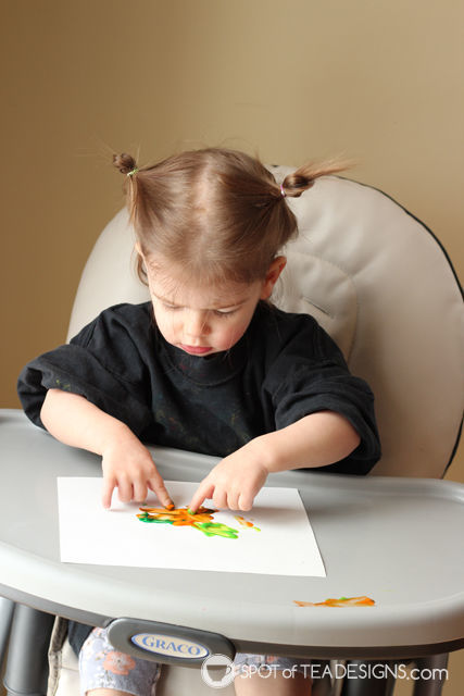 St. Patrick's Day Toddler Fingerpaint Craft - #KidsCraft #StPatricksDay | spotofteadesigns.com