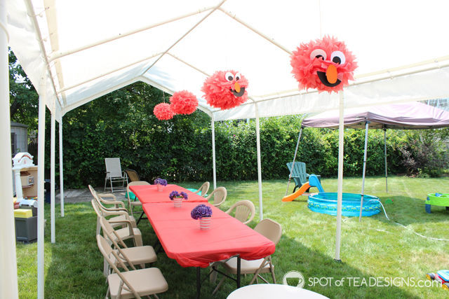 Elmo 2nd #Birthday #Party - DIY Elmo Pom Pom decor | spotofteadesigns.com
