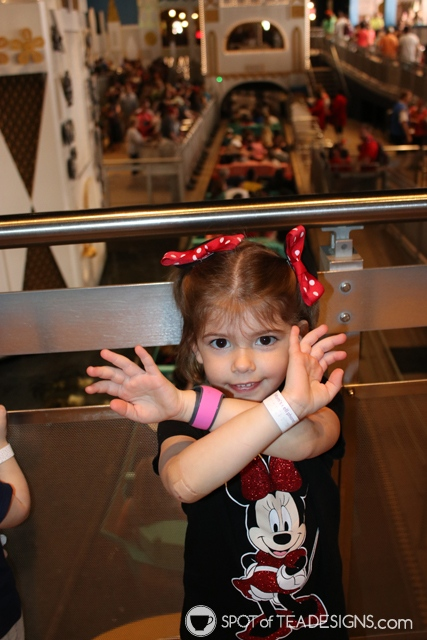 Disney World Vacation Tips - how to have fun with little kids - safety bracelet with mom's cell phone | spotofteadesigns.com