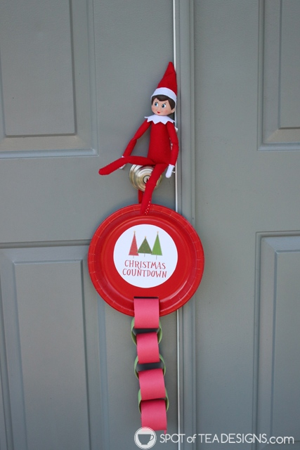Elf on the Shelf activity - paper plate countdown with free printable template | spotofteadesigns.com