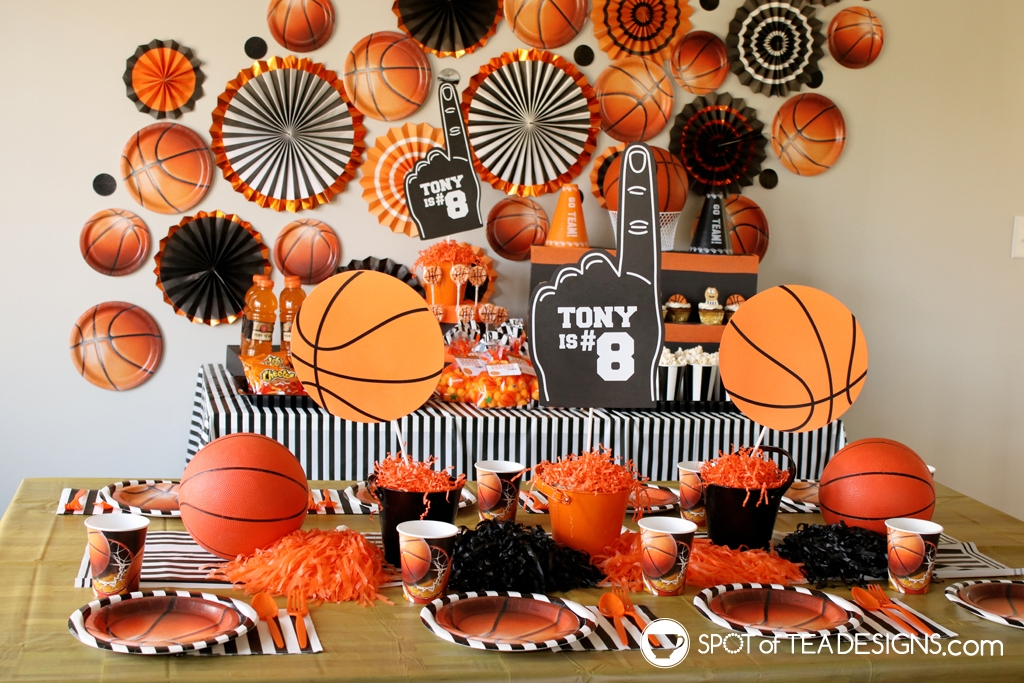 Basketball party hacks - paper plates as decor | spotofteadesigns.com