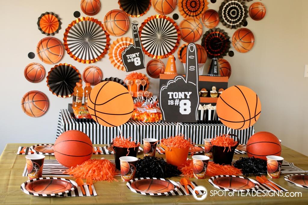 Basketball party hacks - paper plates as decor   spotofteadesigns.com