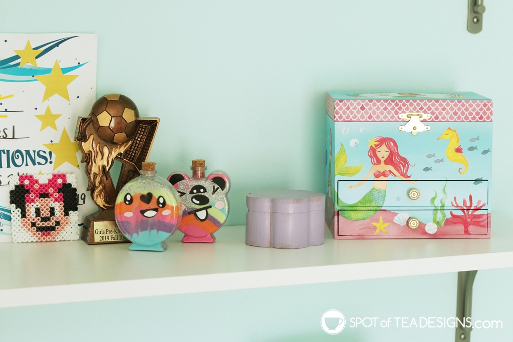 Home Tour - Preschooler's Mermaid Bedroom - shelf for crafts and matching jewelry box | spotofteadesigns.com