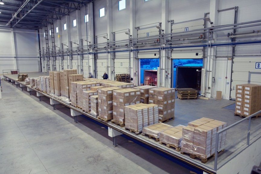 Passive RFID equipped packages automatically scanned at loading dock