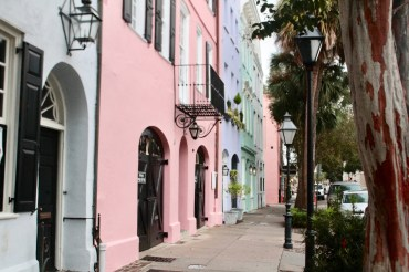 Travel Guide: Charleston, SC - Rainbow Row - www.spousesproutsme.com