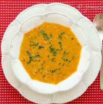 blyskawiczna zupa z czerwonej soczewicy