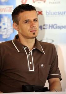 Goran Vlaović promaknut je u doživotnog sukomentatora nakon izjave da je prvi gol pao uslijed pritiska Mandžukića na igrača koji izvodi slobodan udarac te mu se po pravilima ne smije ni približiti na 12 metara, a kamoli raditi pritisak.