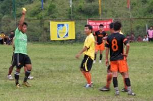Talentirani je sudac kontrolirao utakmicu od prve minute ostavivši domaćine bez tri igrača i ikakve šanse za pozitivan rezultat.