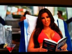 Unatrag nekoliko godina Kim se za potrebe jednog magazina slikala sa knjigom kvantna fizika zbog čega je taj broj zabranjen. Danas je teško vjerovati da se tada slikala u šali, svjesna da joj to nije bio prvi susret s knjigom