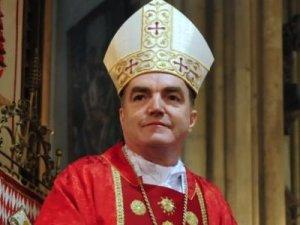 Koliko papa je odlučan u namjeri da svetac postane još za života svjedoči i činjenica da će krajem veljače pokušati učiniti još jedno čudo i izdvojiti samo četiri najnebitnija govora Josipa Bozanića