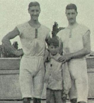 S lijeva na desno: Nizozemac u donjem rublju 1, neznani junak, Nizozemac u donjem rublju 2