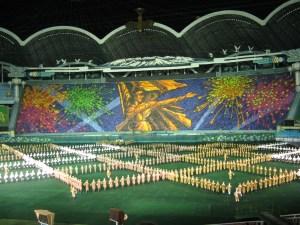Dođe li do sastanka najnedemogratičnijeg sustava na svijetu i vodstva Sjeverne Koreje, moglo bi doći do razmjene ideja: HNS-ovce zanima kako privuči ljude na stadion, dok bi Sjevernokoreanci trebali pokupiti važna iskustva kako nogometno prvenstvo učiniti nezanimljivim i prije nego počne.