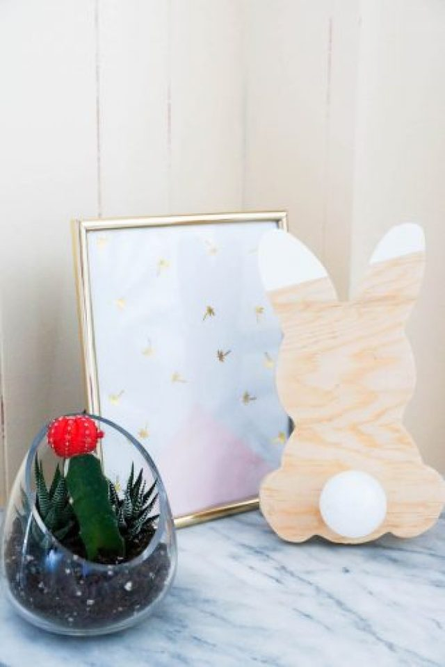 DIY bunny lamp with a little light up tail !! Step by step tutorial. Would look great in a kids room :)