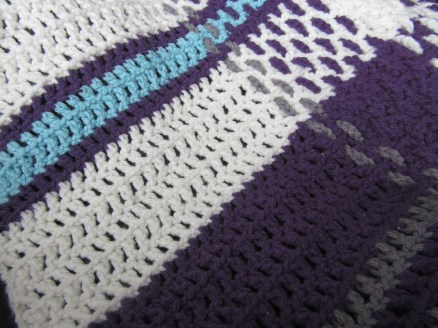 A close up of the mesh. Showing what it looks like with and without weaving.