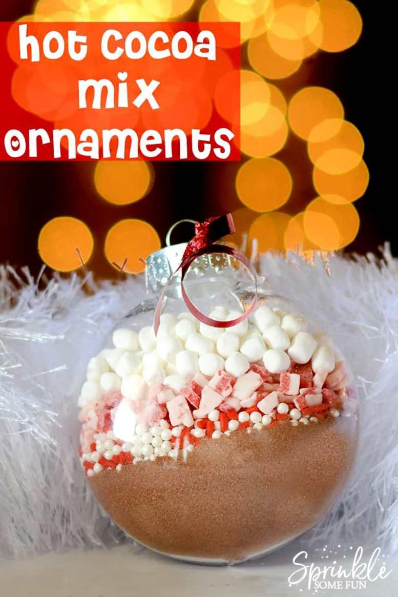 Hot Cocoa Mix Ornaments | Verbluffende zelfgemaakte kerstversieringen die je kunt maken met een beperkt budget | zelfgemaakt Kerstmis ornamenten met