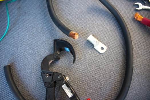 4/0 AWG cable and a special cable cutter