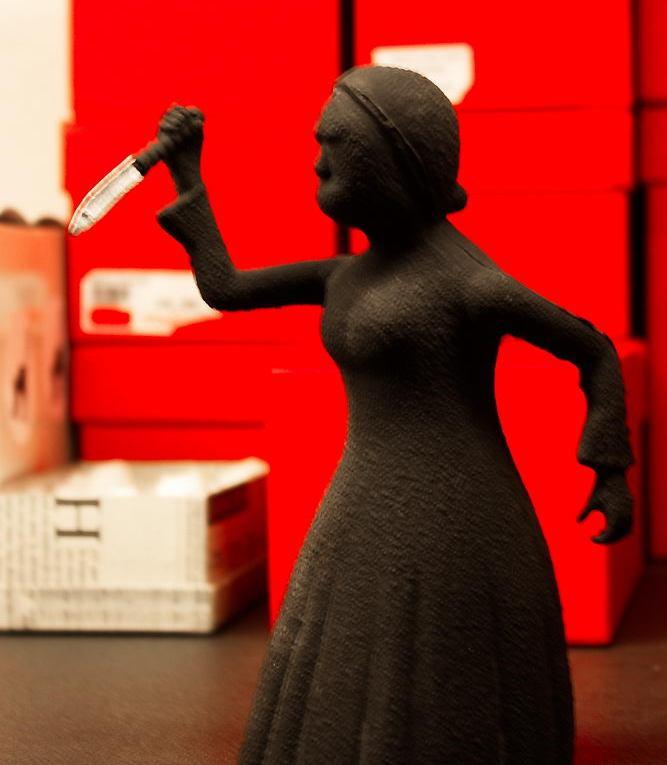 Frau mit Messer - lustiges Bild