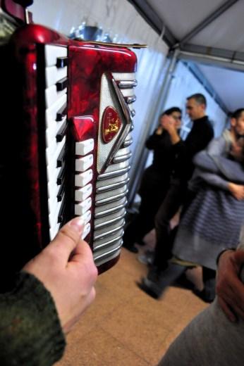 Danilo donninelli suonatori tradizione marche - festa a ballo (19)