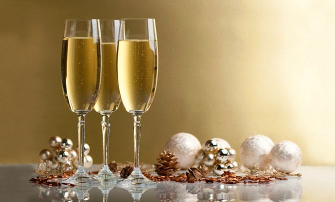 champagne-best-health-holiday-drink-choice-diet-party-alcohol-spry