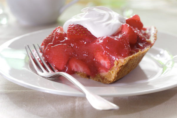 strawberry-pie-fresh-dessert-crop