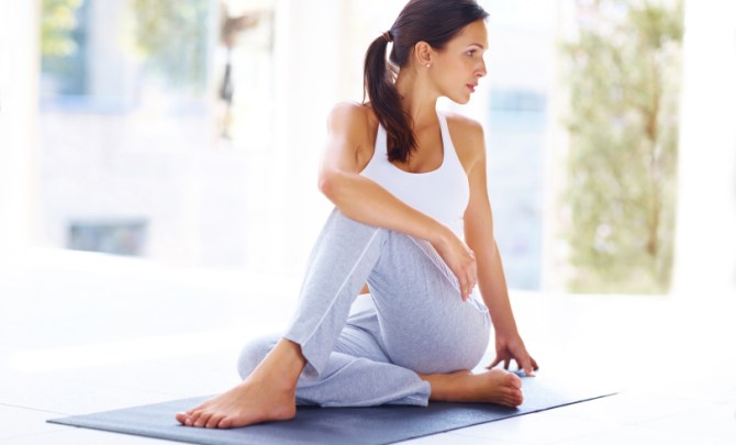 natural-back-pain-remedies-yoga-tips-posture-health-prevention-spry