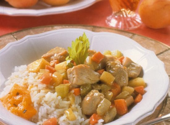 cropped_chicken_curry_with_spicy_stone_fruit_chutney_jpg-620x908