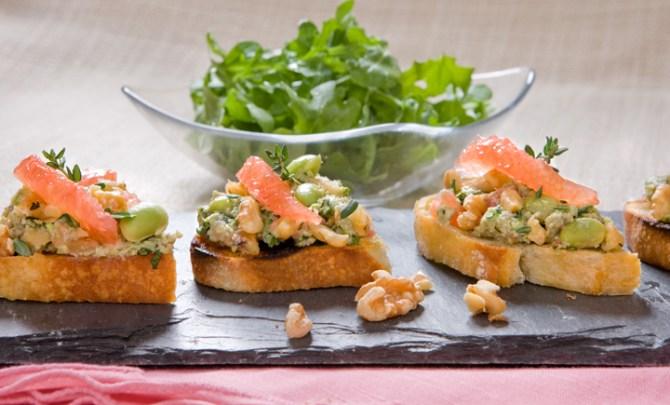 walnut_edamame,_grapfruit_bruscheta_with_arugula_salad