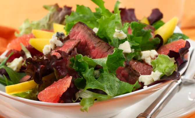 rio_star_grapefruit,_mango,_and_grilled_steak_salad