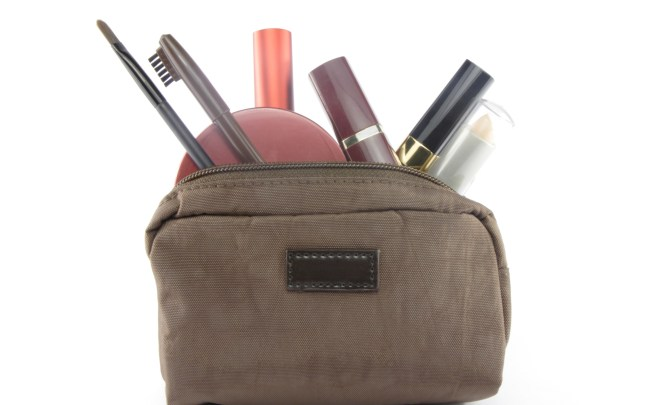 Detox-Your-Makeup-Bag-Spry.jpg