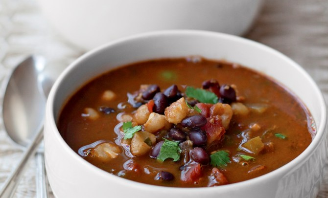 cook-without-book-meatless-monday-vegetarian-meal-health-black-bean-hominy-chili-spry