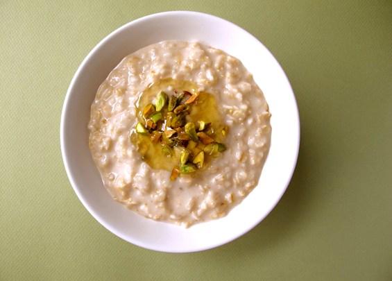 o16-oatmeal-topping-health-breakfast-pistachio-honey-spry