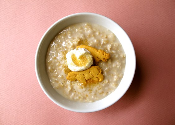 o20-oatmeal-topping-health-breakfast-animal-crackers-yogurt-spry