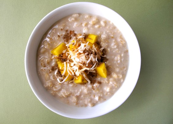 o25-oatmeal-topping-health-breakfast-coconut-mango-spry