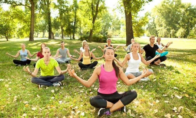 Group-Yoga-Practice-Jivamukti-Spry.jpg
