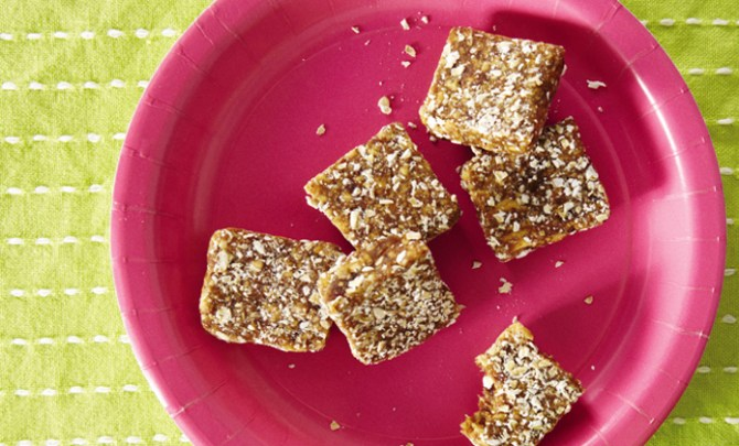 Apple Oat Bars, healthy and kid friendly, from the Weelicious cookbook.