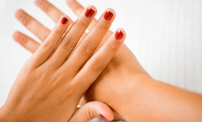 Spryliving.com tested the newest gel manicure kits.