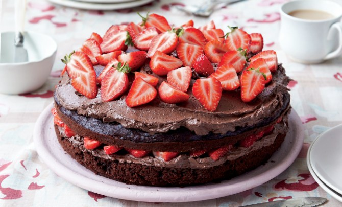 Recipe for Vegan Cocoa Strawberry Cake.