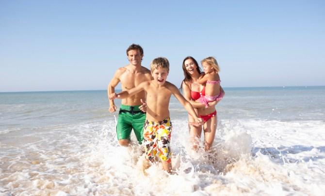 beach-family-ocean-kids-parents-SPRY