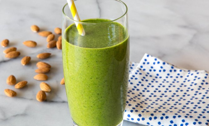 Almond Butter Spinach Smoothie