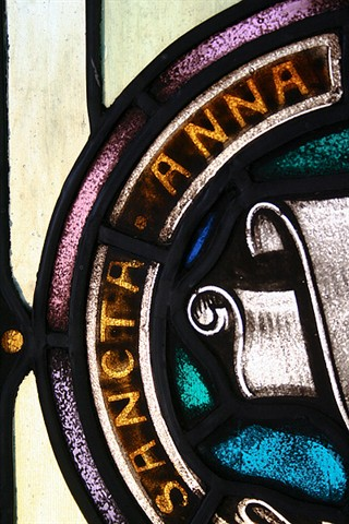 """Sancta Anne"" means 'Saint Anne"" in Latin. The windows are dedicated to Saint Anne."