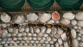 The painted border along the top edge of the walls has a nautilus pattern. (A nautilus is a type of sea shell.)