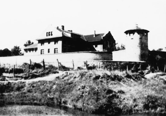 Historical photograph of the Weihsien Internment Camp in Weifang City, Shandong, China. (Image from Wikimedia Commons.)