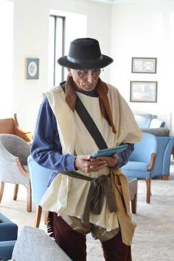 Carl Bender as Joseph Thralls