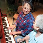 joni-piano-smile-web2