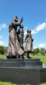 love-children-statue-web